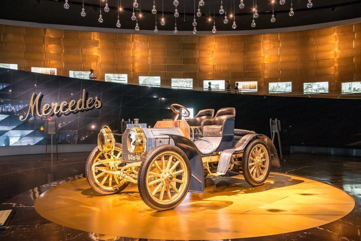 El Museo Mercedes-Benz tiene una muestra de más 160 vehículos
