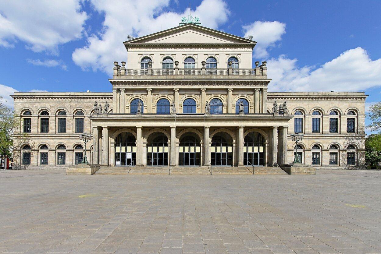 Ópera de Hannover, uno de los primeros monumentos que se visitan en la 'Línea Roja'