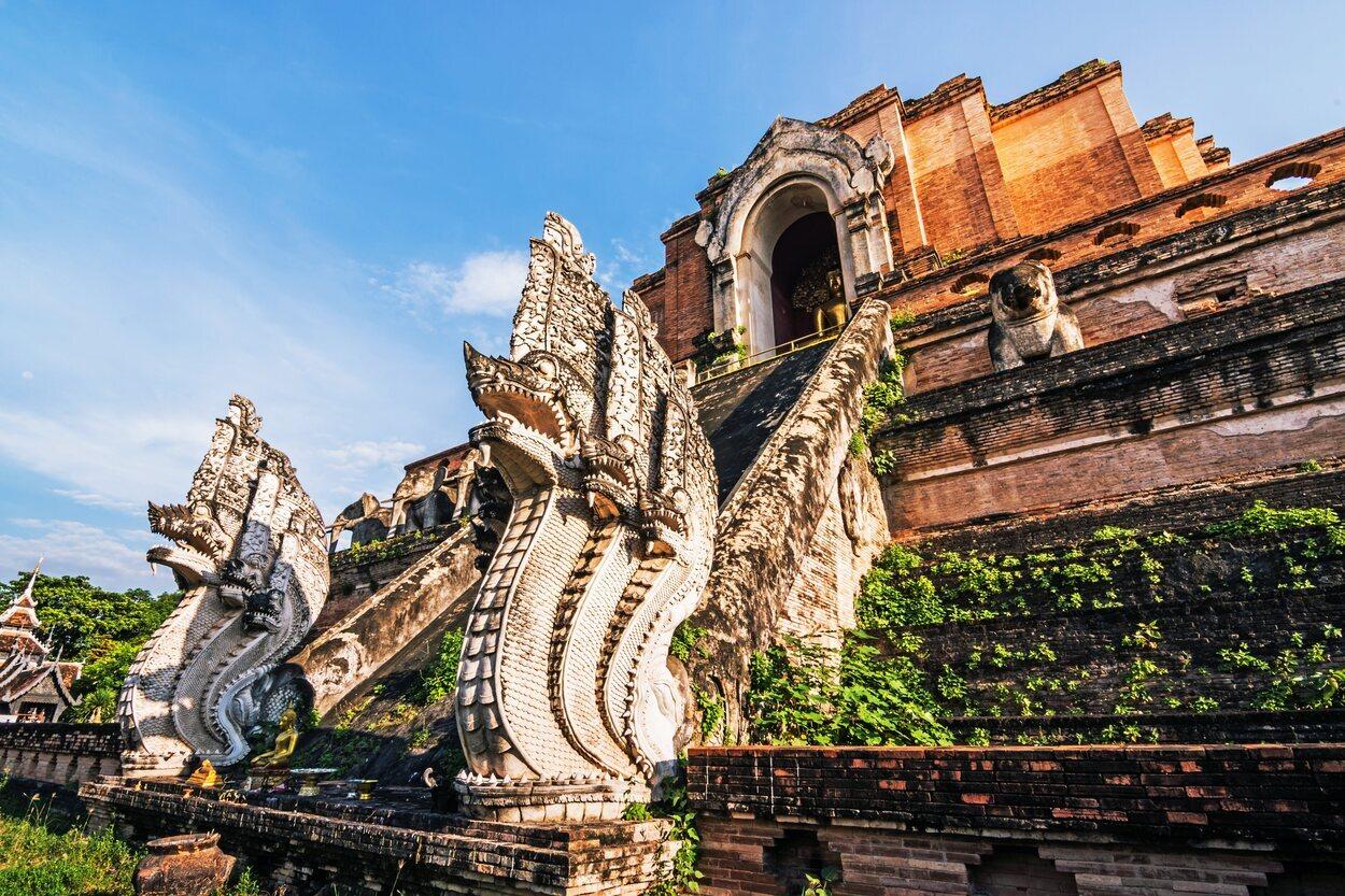 Wat Chedi Luang es un templo con mucha personalidad