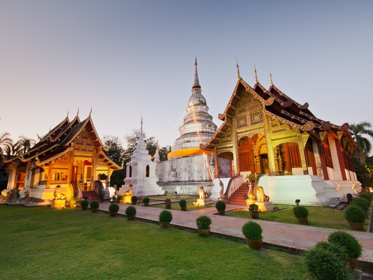 Wat Phra Singh es de los templos que más peregrinos atrae