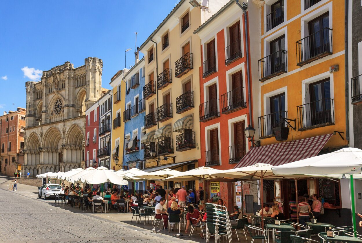La Plaza Mayor es un lugar muy transitado en el que se encuentra el Ayuntamiento