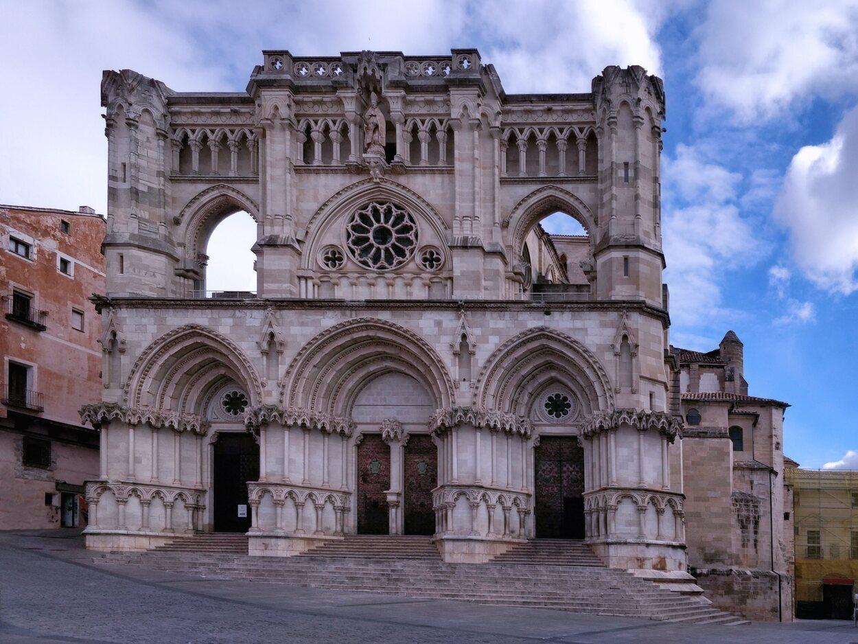 La Catedral de Santa María y San Julián es el templo principal de la ciudad