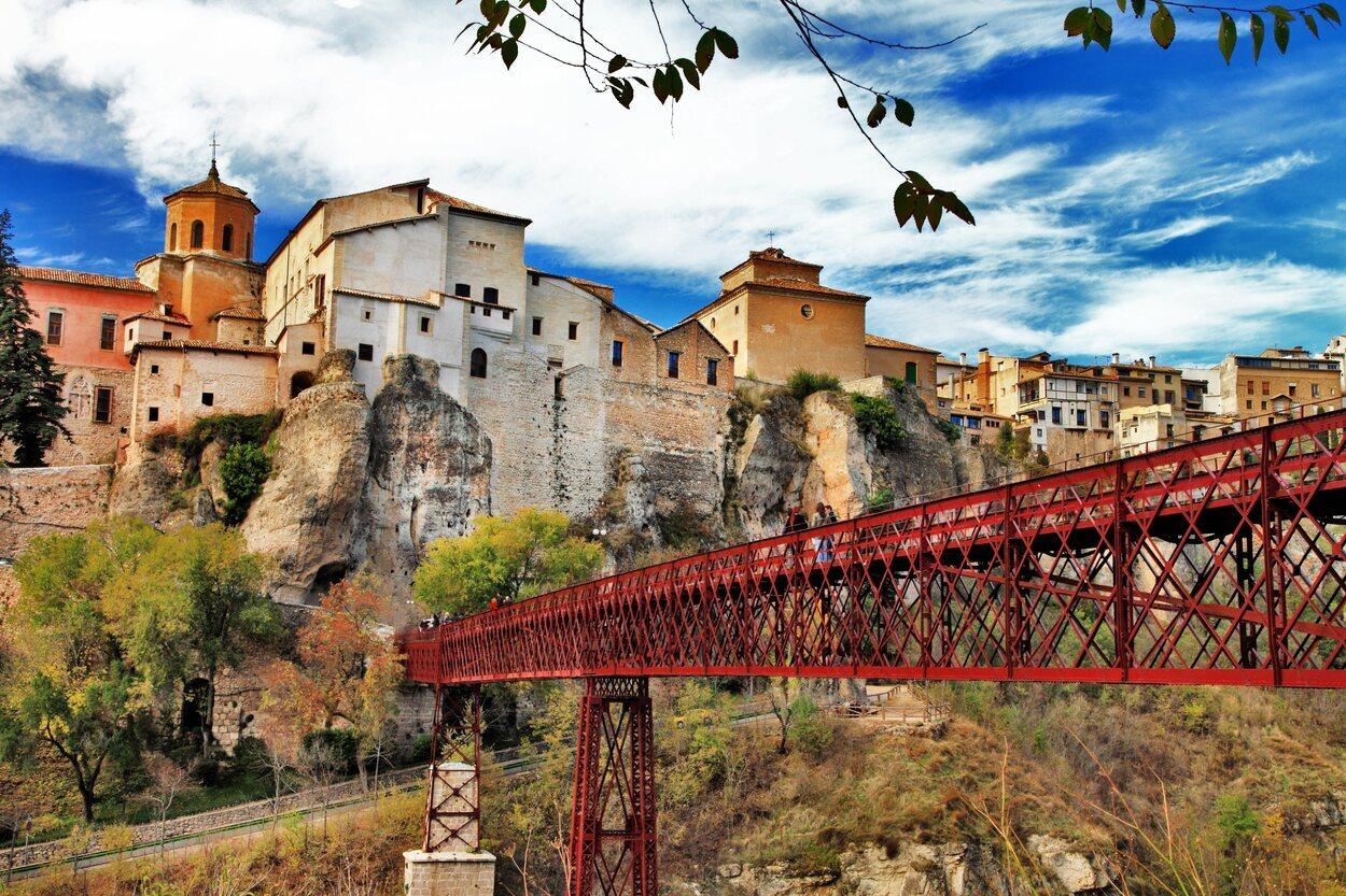 Cuenca es una ciudad medieval que conserva una arquitectura de los siglos XII y XIII