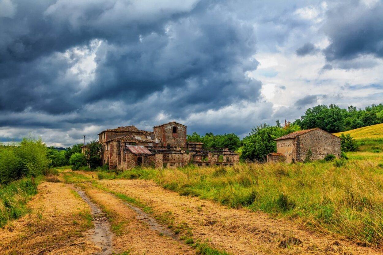 Visitar un pueblo abandonado puede ser una opción cargada de adrenalina