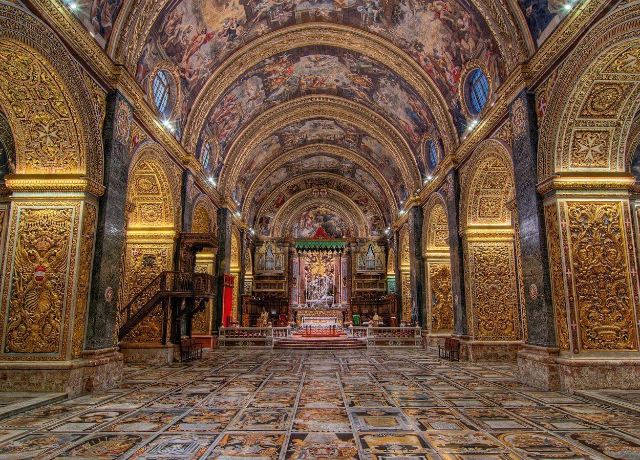 Un recargado interior sobrecoge al acceder a la concatedral de La Valeta