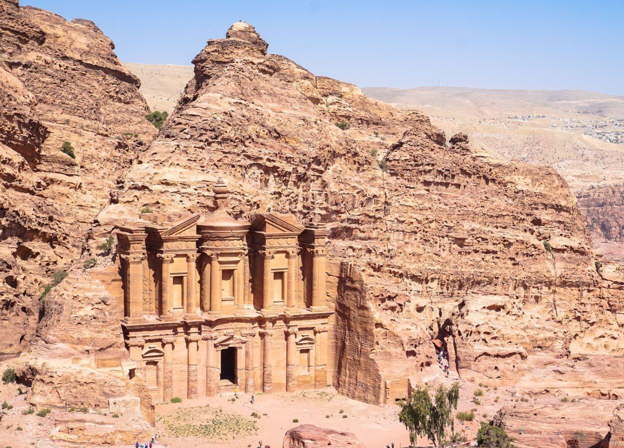 La mayor parte de los monumentos de Petra están esculpidos en la roca