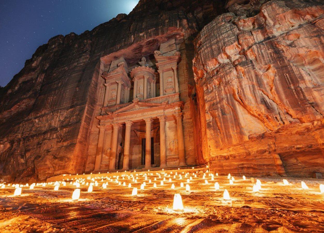 Petra se ilumina a la luz de las velas tres veces por semana