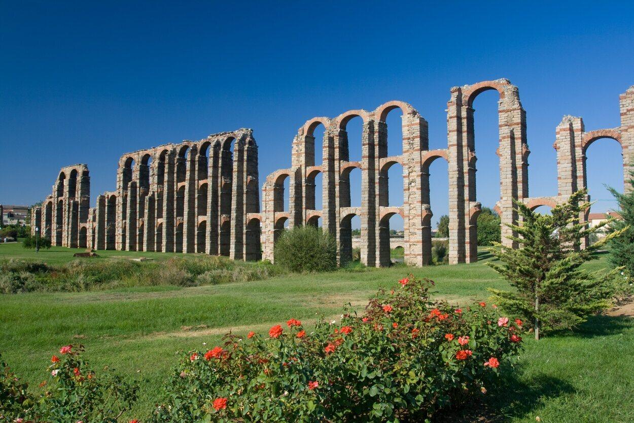 El acueducto de los Milagros está derruido en algunas partes