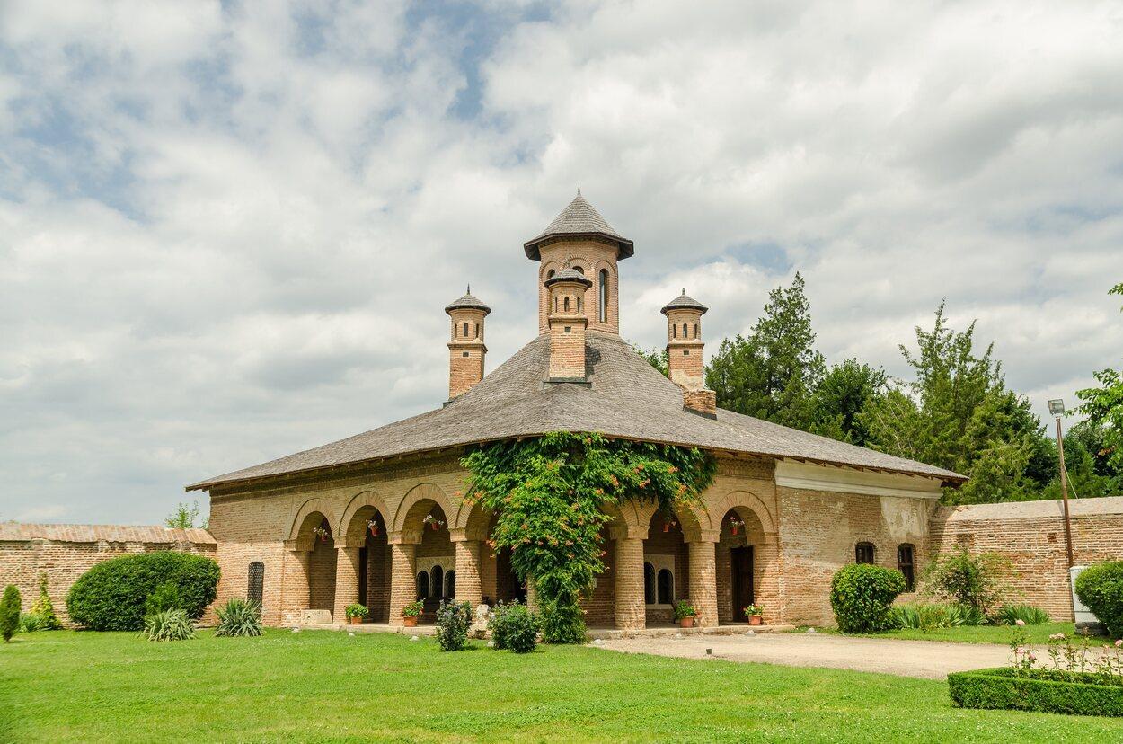 Una de las fachadas del Palacio de Mogosoaia