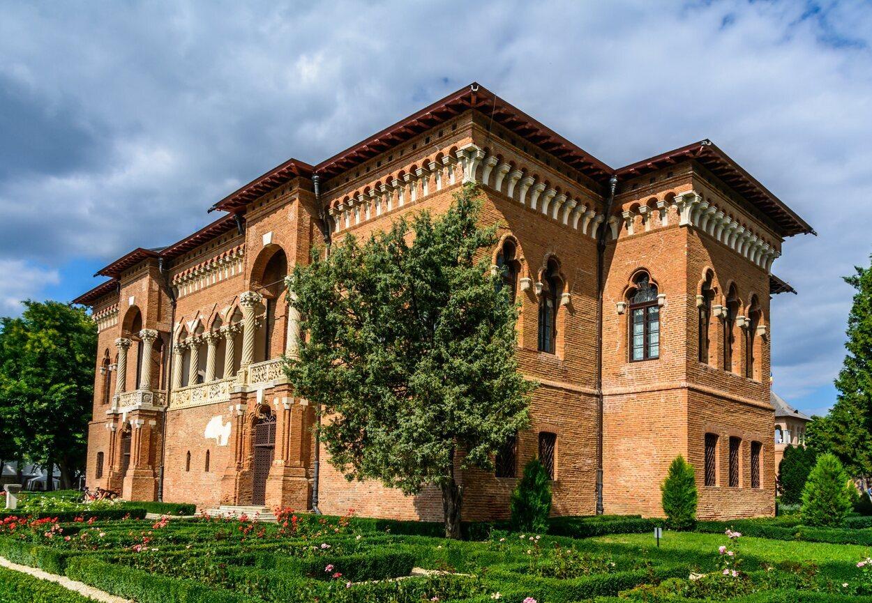 Otra de las fachadas del Palacio de Mogosoaia