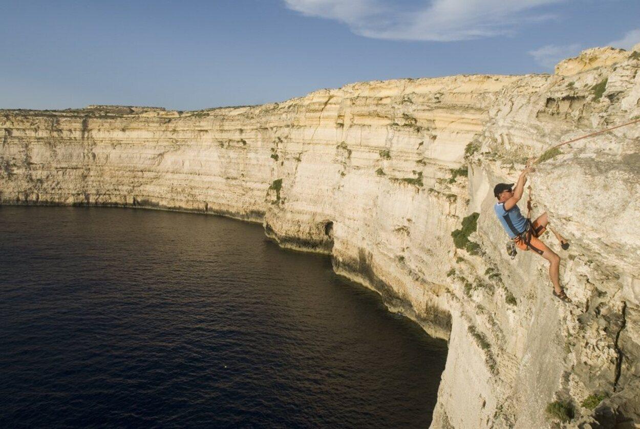 Los acantilados en Gozo hacen de la isla el lugar idóneo para la escalada