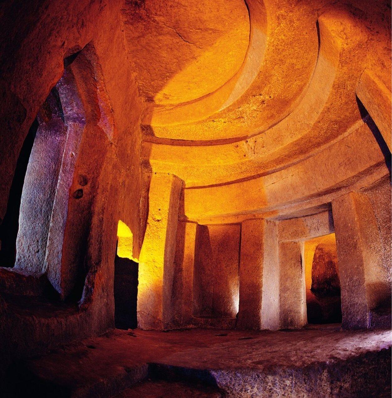 El Hipogeo de Hal Saflieni está dividido en varias cámaras funerarias