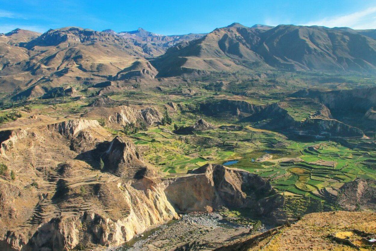 El cañón de Colca es un lugar rodeado de naturaleza y belleza