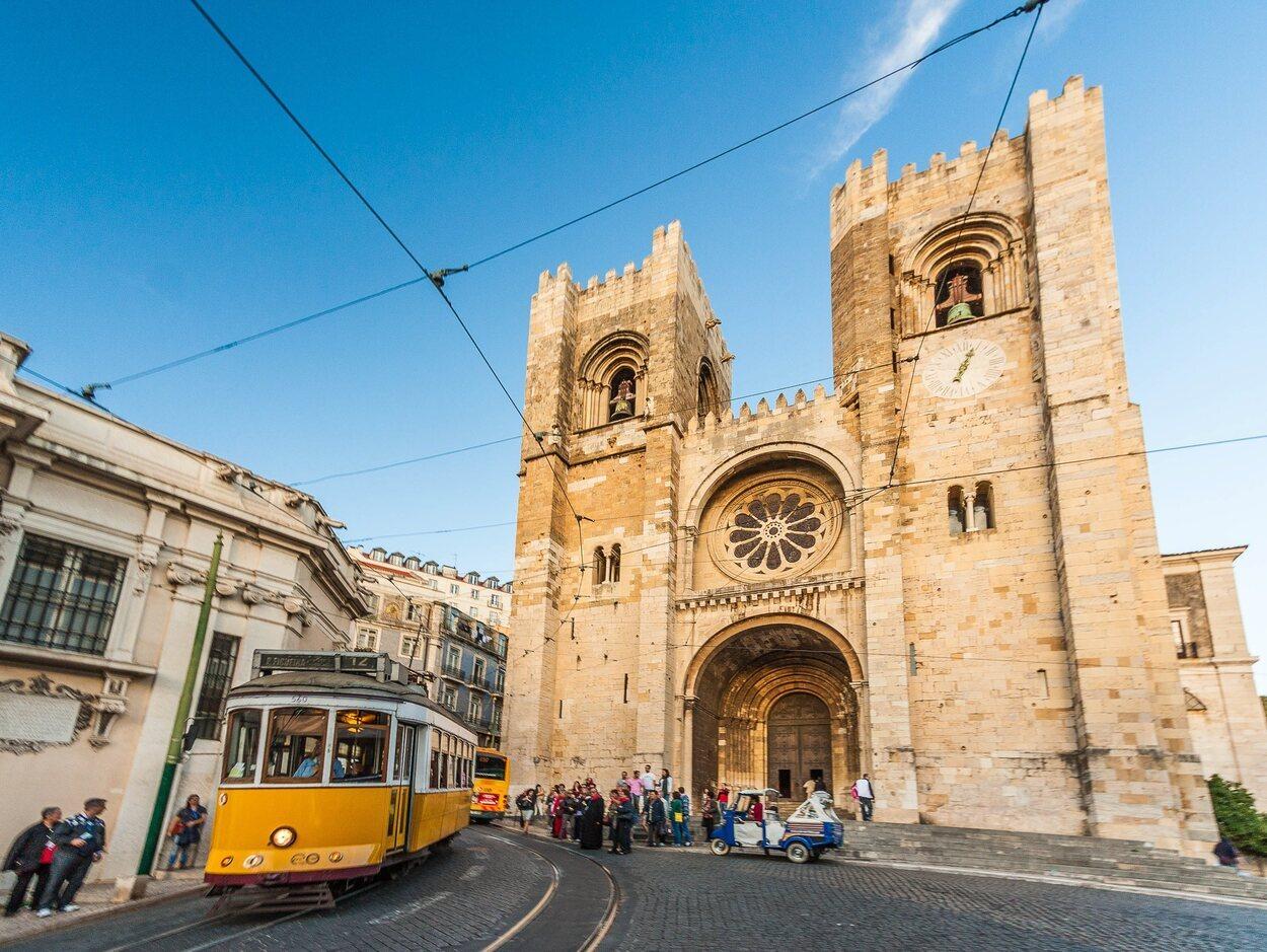 En la línea 28 se podrá observar muy de cerca la Catedral de Lisboa