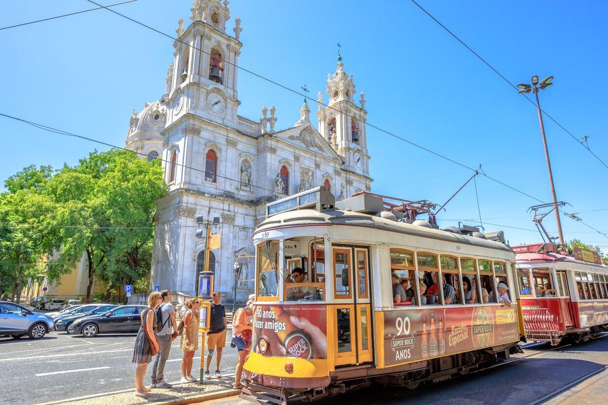 Otra de las paradas obligatorias del recorrido es la Basílica de Estrela