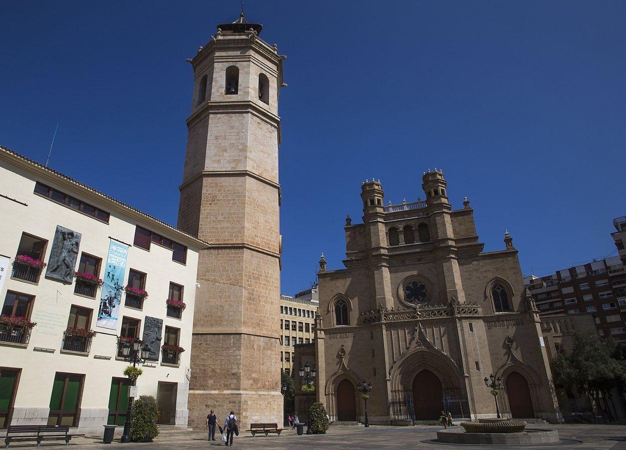Panorámica del Fadrí junto a la concatedral