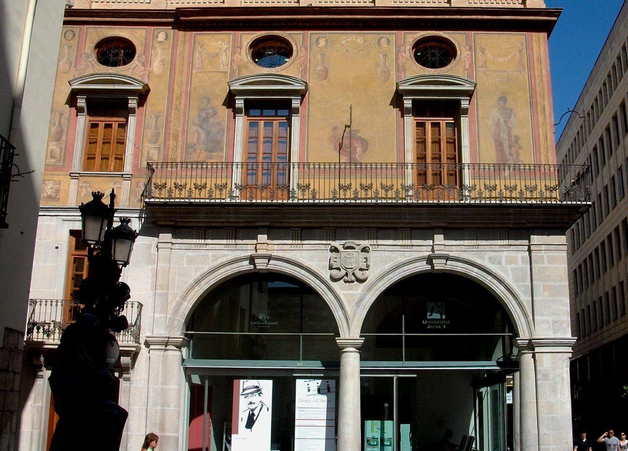 La Lonja del Cáñamo conserva pinturas en su fachada