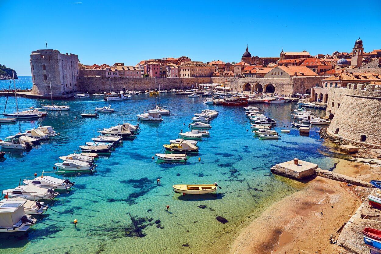 Panorámica del puerto antiguo de la ciudad