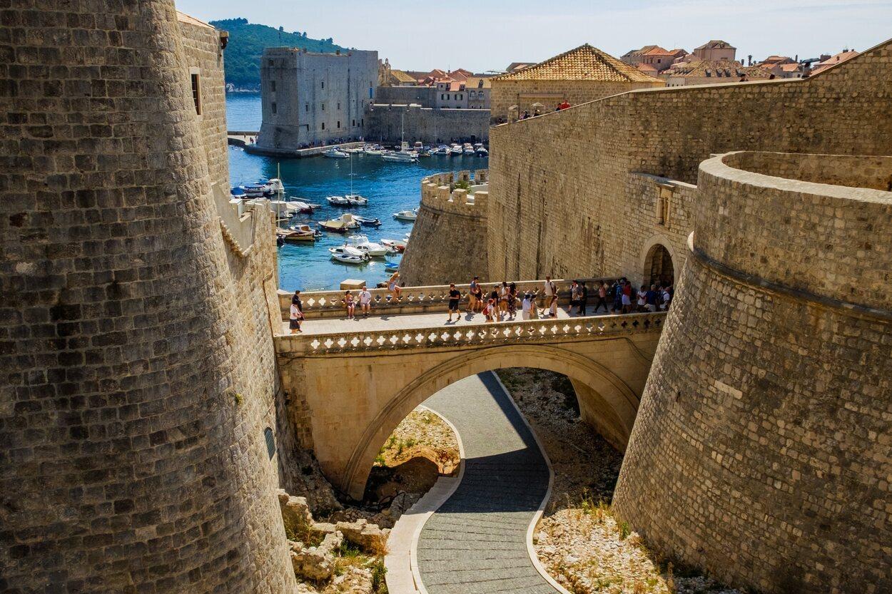 Un trozo de las fortalezas de Dubrovnik