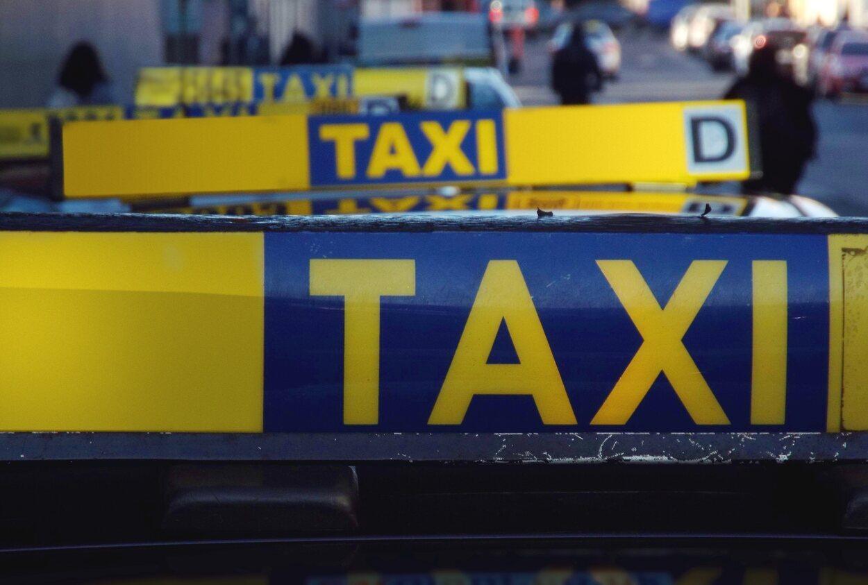 El trayecto en taxi puede costar unos 25€ o 30€ aproximadamente