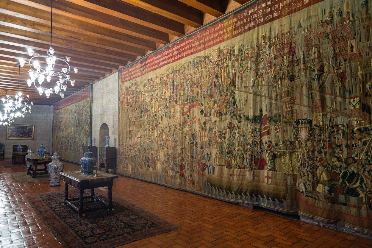 Uno de los tapices expuesto en la parroquia de Pastrana