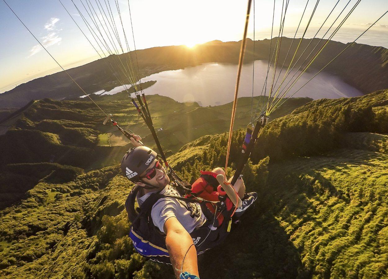 El parapente forma parte de las actividades de turismo activo en Azores