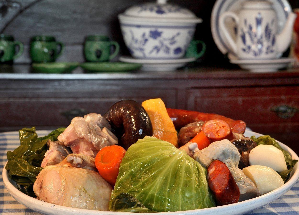 El cocido das Furnas es uno de los platos típicos de Azores