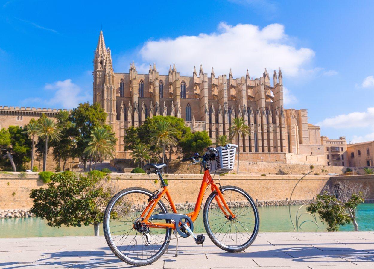 Un paseo en bici es un planazo en otoño en Mallorca