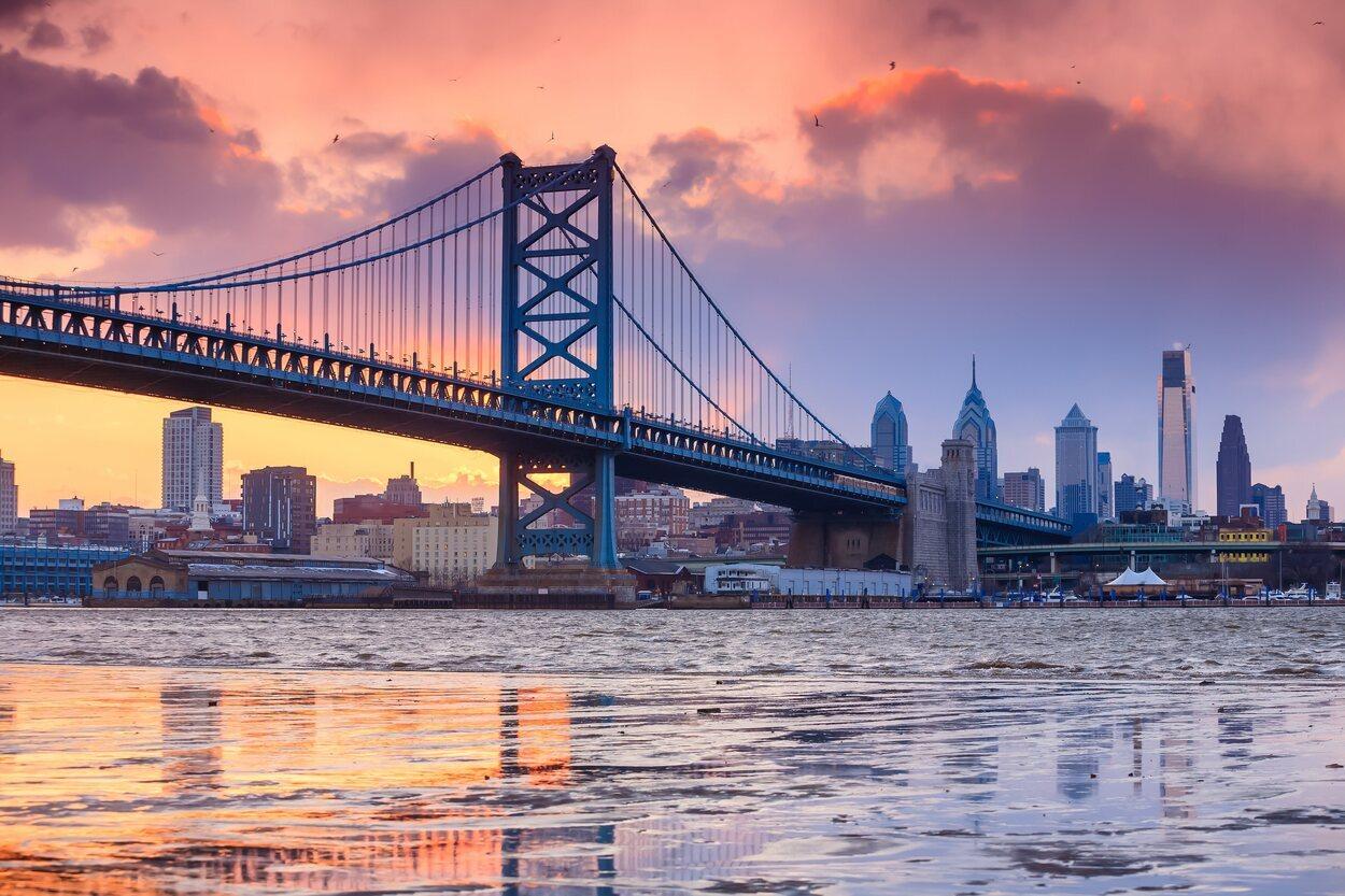 El Puente de Benjamin Franklin une Philadelphia y Nueva Jersey