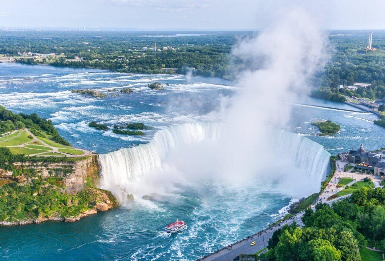 Las Cataratas del Niágara son uno de los espectáculos visuales más increíbles del mundo