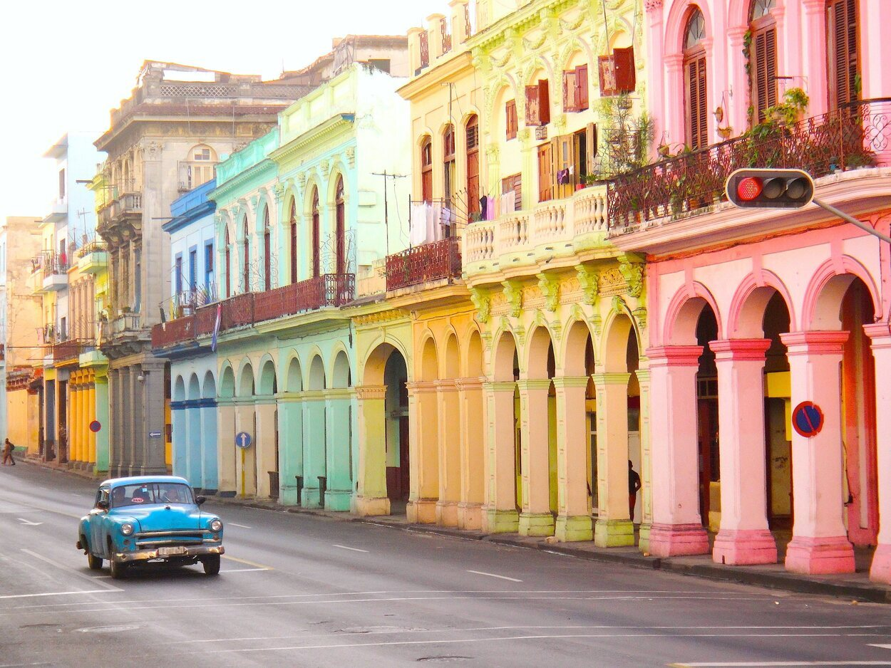Edificios multicolores en La Habana
