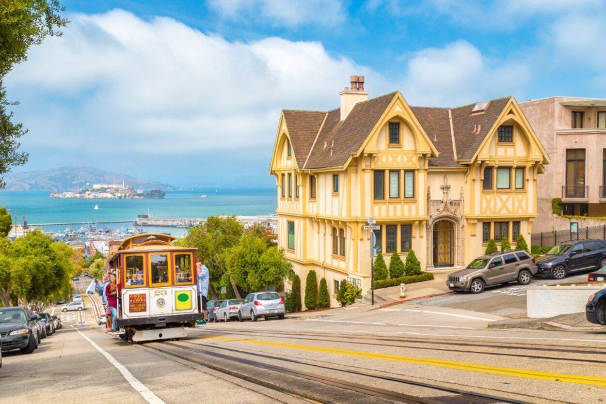 En medio de la Bahía de San Francisco se erige la isla de Alcatraz