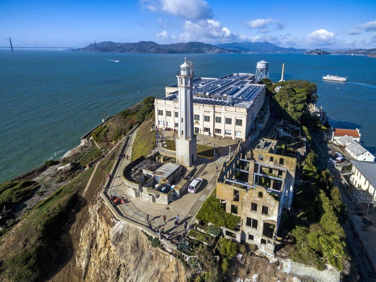 La isla de Alcatraz se compone de distintos edificios