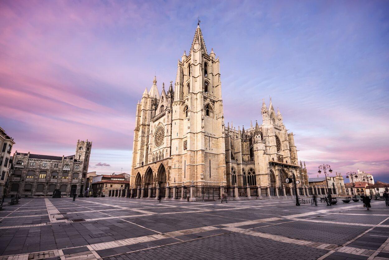 La Catedral de León es el mejor ejemplo del gótico en España