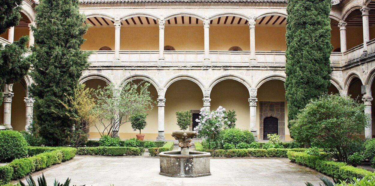 Carlos I se instaló en un palacio construido junto al Monasterio