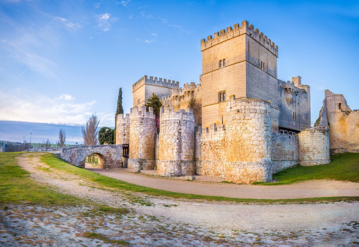 El Castillo de Ampudia alberga la colección privada de la familia propietaria, los Fontaneda