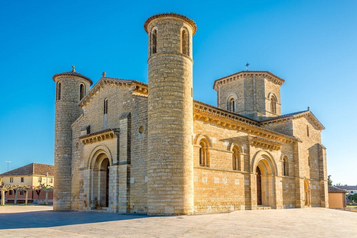 la Iglesia de San Martín de Tours, en Frómista, es el mejor ejemplo del románico palentino